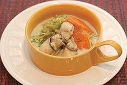 キャベツとカキの豆乳スープ