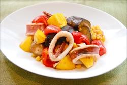夏野菜とイカのピリ辛炒め